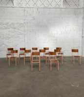 ensemble 12 chaises ecole mullca 510 patine rose 5francs 1 172x198 - Ensemble de 12 chaises d'école Mullca 510 avec patine rose