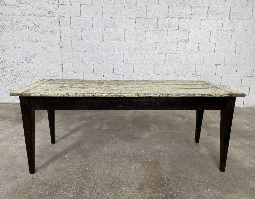 Ancienne table de ferme en noyer 12 cm pieds foncés