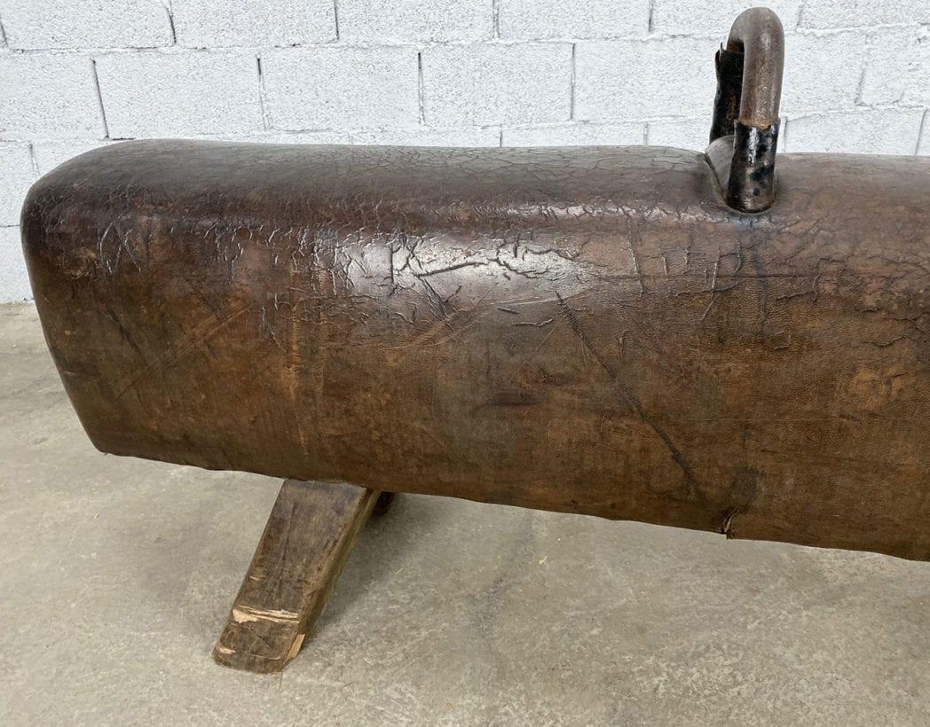 ancien-cheval-darçon-cuir-foncé-bois-annees-1900-5francs-4