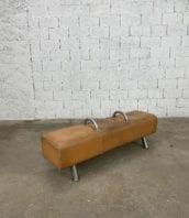cheval-darçon-cuir-marron-clair-pieds-metal-annees-60-5francs-2