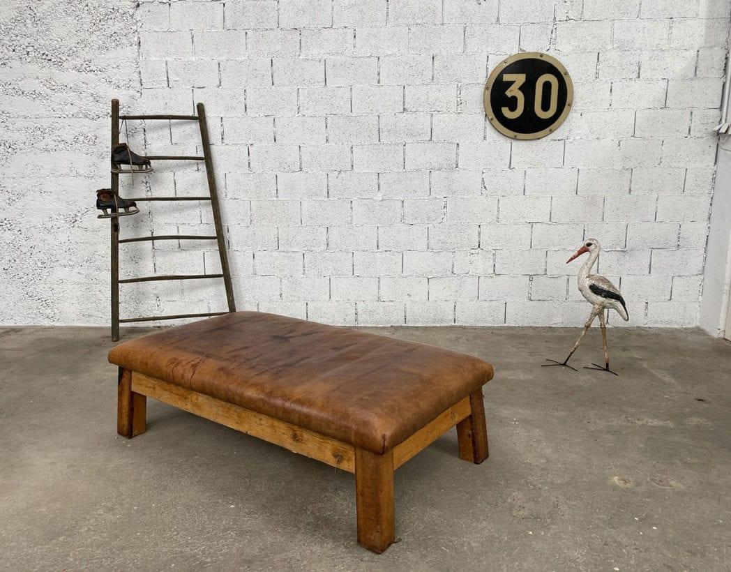 banquette-cheval-darcon-cuir-cognac-structure-bois-annees20-vintage-5francs-7