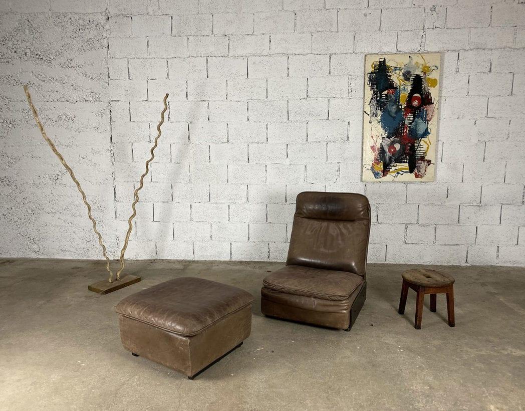 fauteuil-repose-pieds-cuir-marron-de-sede-5francs-1
