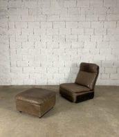 fauteuil-repose-pieds-cuir-marron-de-sede-5francs-2