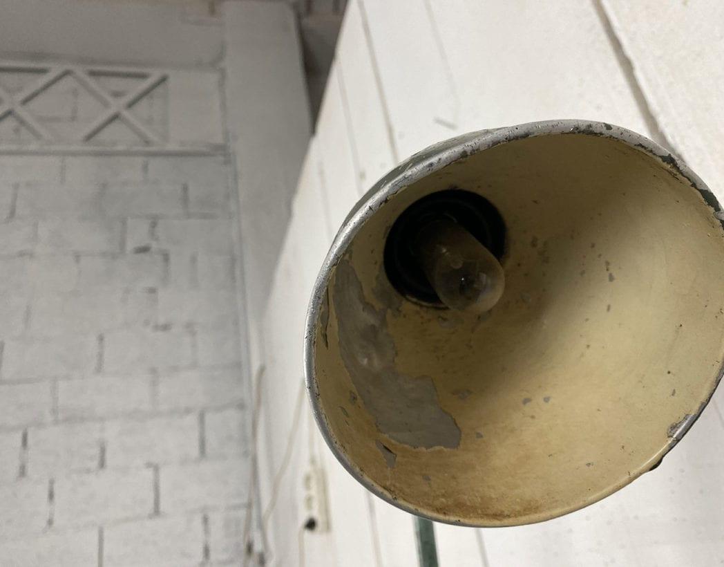 lampe-atelier-mazda-socle-bois-patine-vintage-retro-industrielle-5francs-6