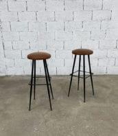 paire-tabourets-bar-cuir-cognac-metal-pieds-compas-vintage-retro-5francs-1
