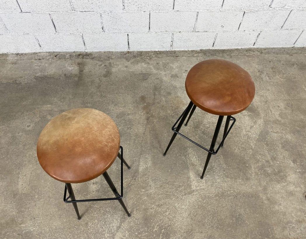paire-tabourets-bar-cuir-cognac-metal-pieds-compas-vintage-retro-5francs-3