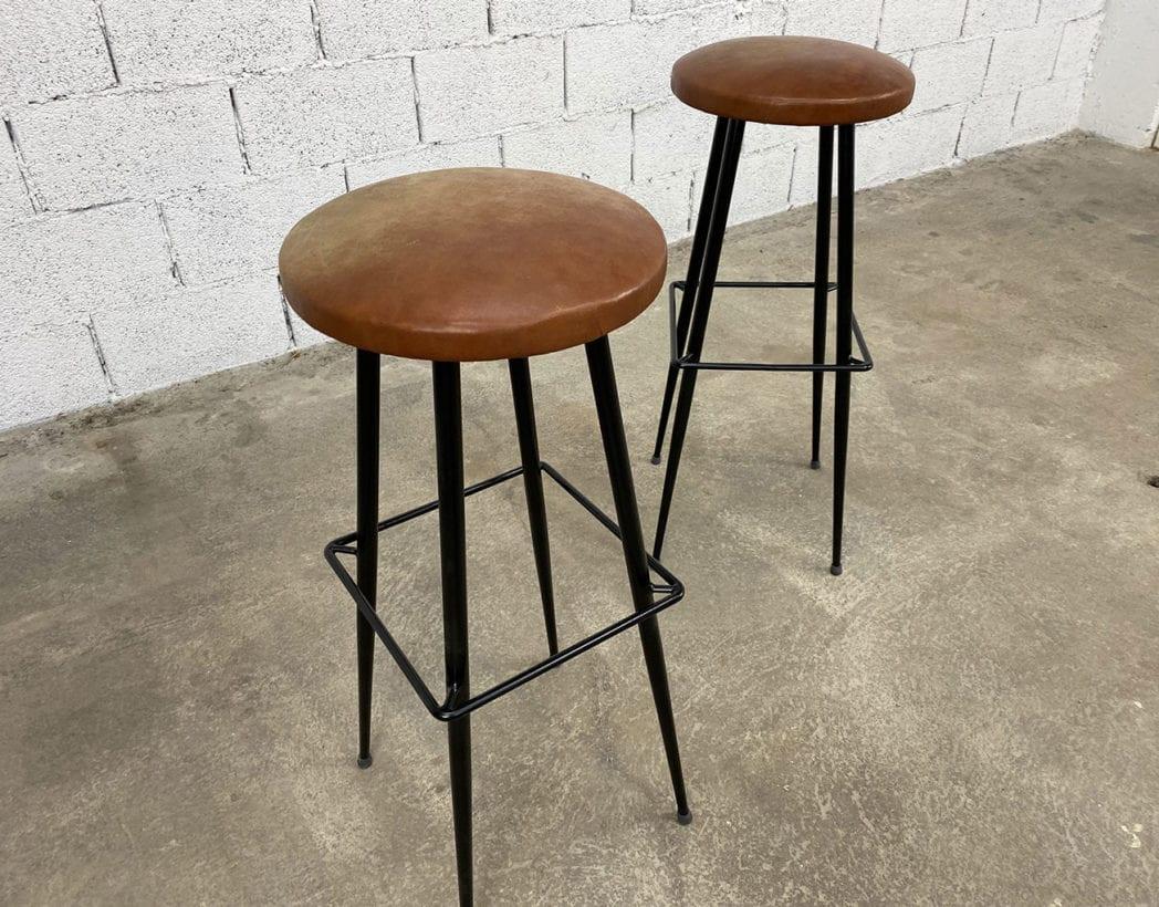 paire-tabourets-bar-cuir-cognac-metal-pieds-compas-vintage-retro-5francs-4